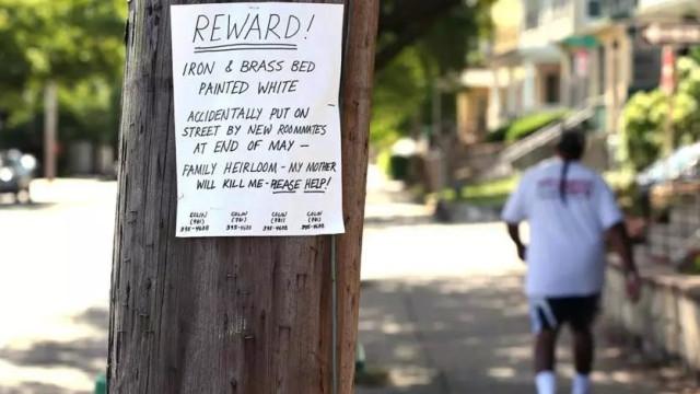 """Procura herança de família e cola cartazes com """"A minha mãe vai matar-me"""""""