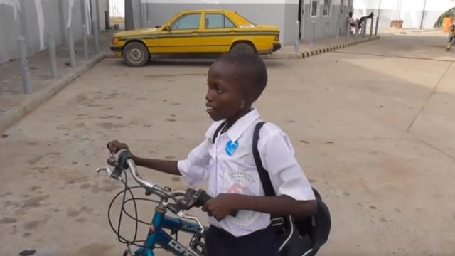 Reino Unido recusa visto a menino africano sem orelhas