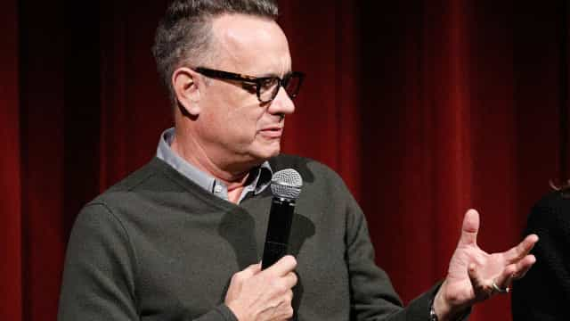 Fã sente-se mal e Tom Hanks exibe dotes de improviso. Público aplaude