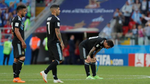 Cabisbaixo, frustrado e desiludido: Eis Messi no primeiro jogo do Mundial