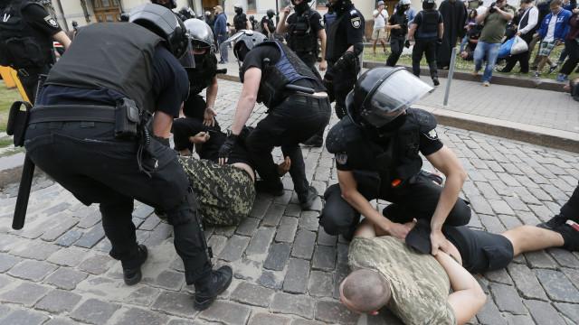 Dezenas de nacionalistas detidos em Kiev por tentarem travar Gay Parade