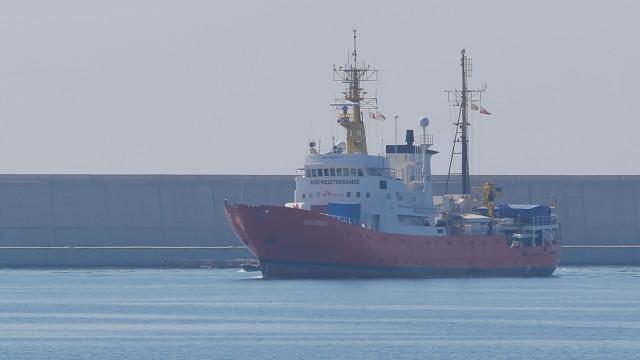 Aquarius deixa Malta, outra embarcação aguarda com mais 177 migrantes