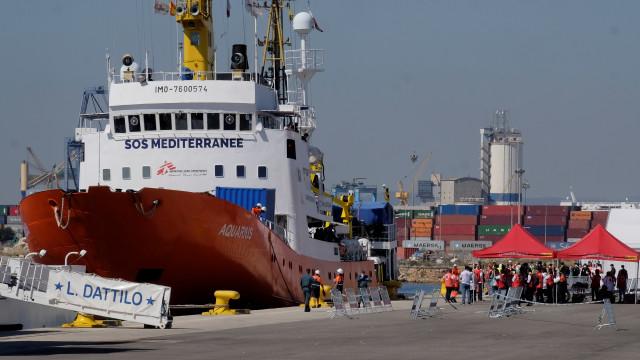 """58 migrantes do Aquarius vão desembarcar em Malta e ser """"distribuídos"""""""