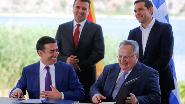 Assinado acordo histórico para mudar nome da Macedónia