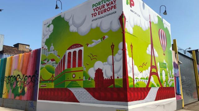 TAP celebra 50 anos da ligação entre Lisboa e Nova Iorque com mural