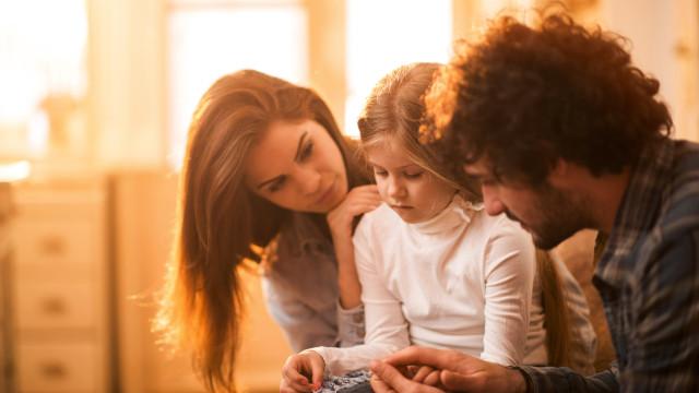 Infância stressada pode levar a maturidade precoce, aponta estudo