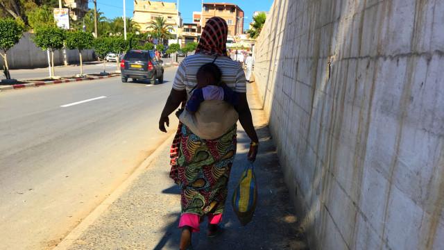 Racismo: Mulher espancada e insultada à frente dos filhos em França