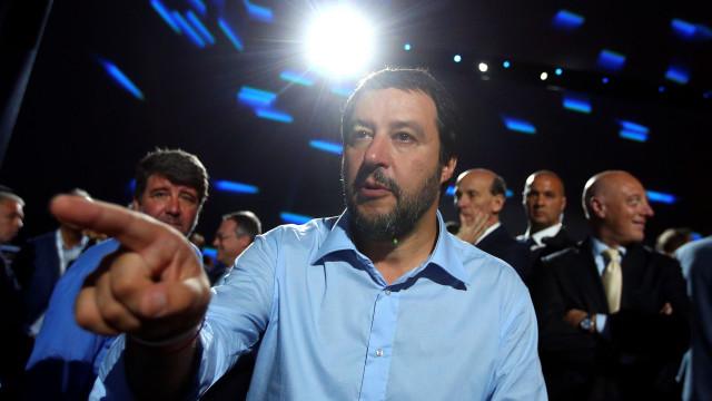 Salvini quer recensear comunidade cigana e expulsar quem não é italiano