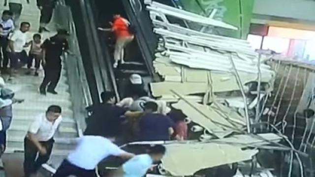 Teto de complexo turístico desaba e faz nove feridos