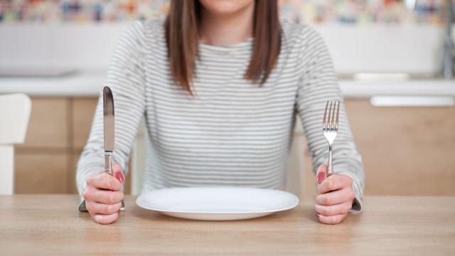 Há uma explicação para se sentir irritado sempre que tem fome