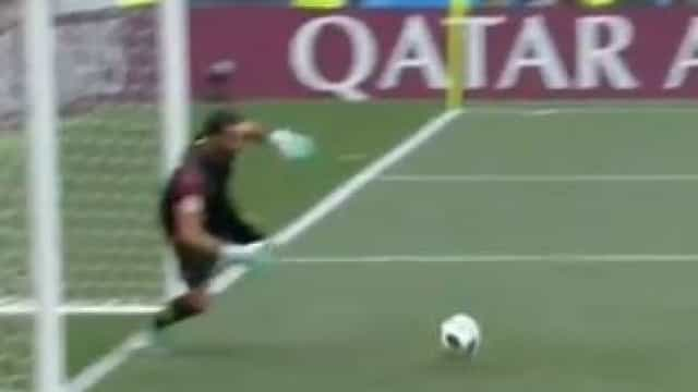 A soberba defesa de Rui Patrício após 'cabeceamento de... Ronaldo'