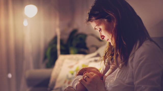 Menos de cinco horas: É este o tempo de sono para os novos pais