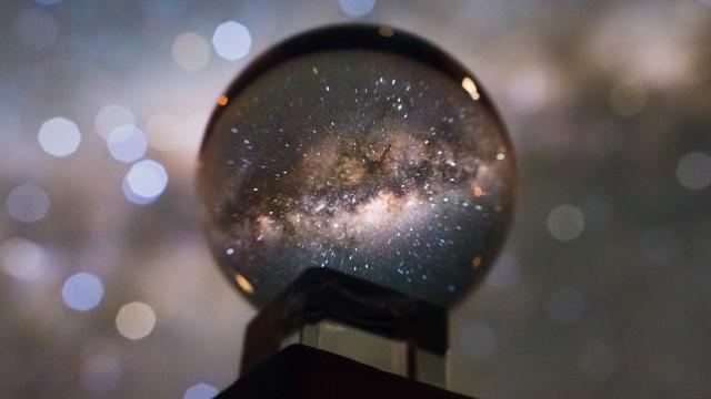 Fotógrafo captou a nossa galáxia por uma bola de cristal. Eis o resultado