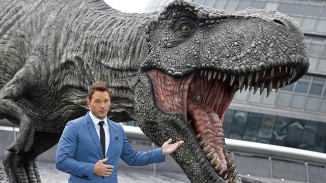 Dinossauros 'morderam' liderança de box-office e ainda não a largaram