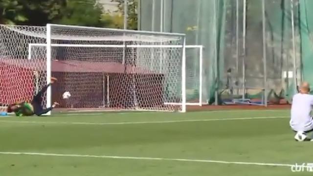 Neymar testa 'as luvas' de Alisson e não dá chance ao guardião