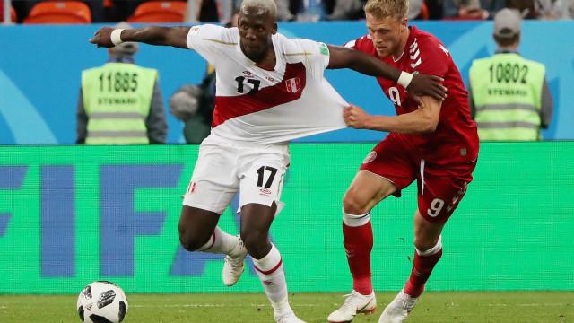 Apanha-me se puderes: Peruano Advincula roubou o recorde a Ronaldo