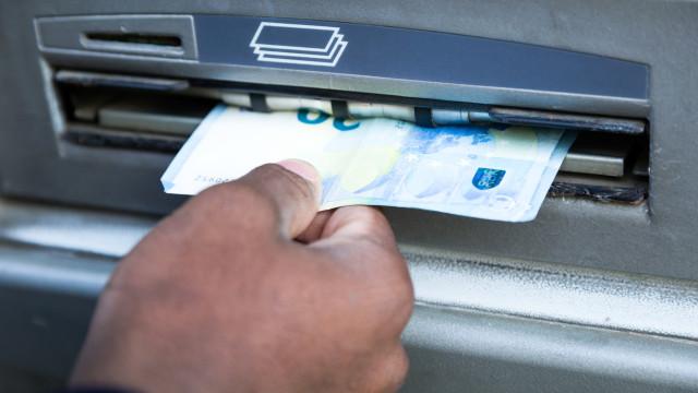 Banqueiros defendem que se pague comissão pela utilização do multibanco
