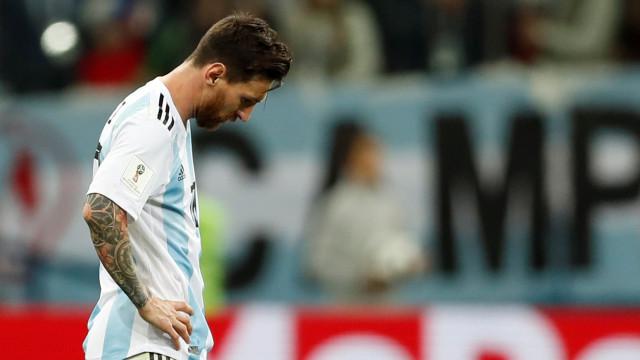 "Emmanuel Petit usa CR7 para criticar Messi: ""Devia ter vergonha"""