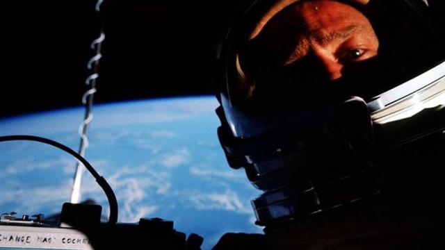 Astronauta recorda que tirou a primeira selfie no Espaço em 1966