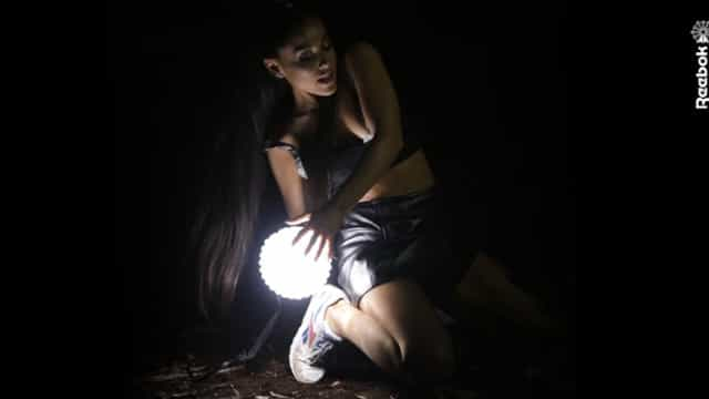 Fãs de Ariana Grande já podem calçar as sapatilhas Reebok da cantoras