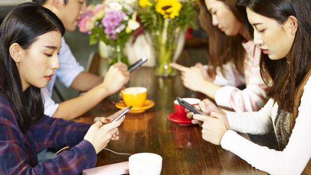 Viciado no telemóvel? Seis passos para matar o vício sem ter de ficar off