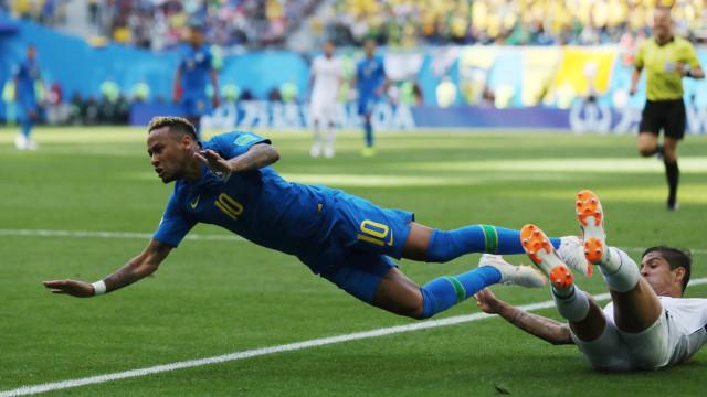 [0-0] Neymar fica a centímetros do golo