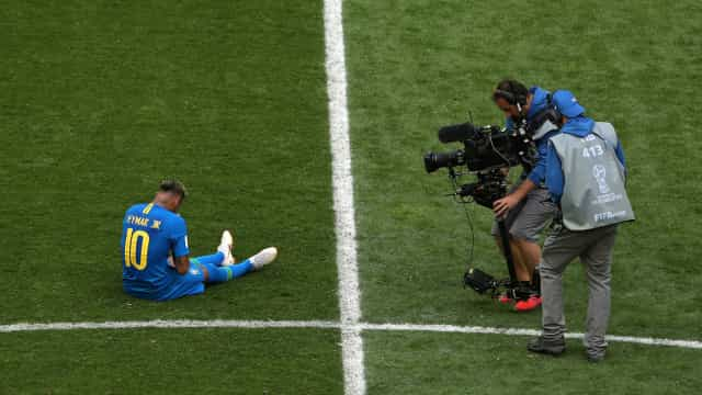 """Neymar explica lágrimas: """"Falar até papagaio fala, agora fazer..."""""""