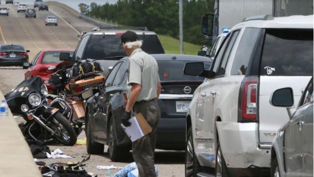 Um morto e um detido após discussão causar acidente com vários veículos