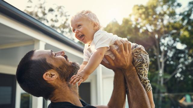 A mudança irreversível que ocorre no corpo dos homens quando são pais