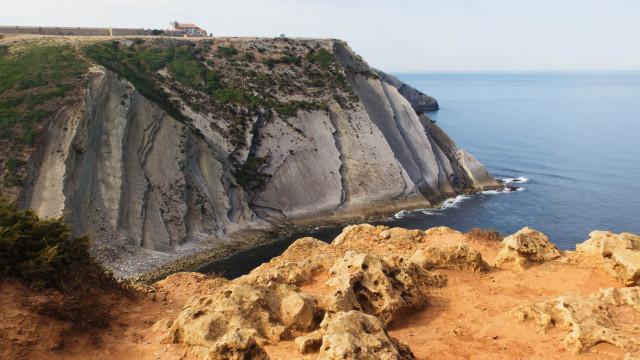 Homem caiu para buraco no Cabo Espichel enquanto pescava