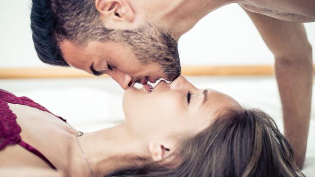 Dez factos 'nojentos' sobre os beijos na boca