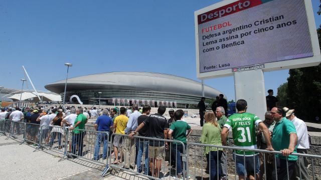 """Hoje é dia de 'AGir"""": Centenas de sportinguistas já estão no Altice Arena"""