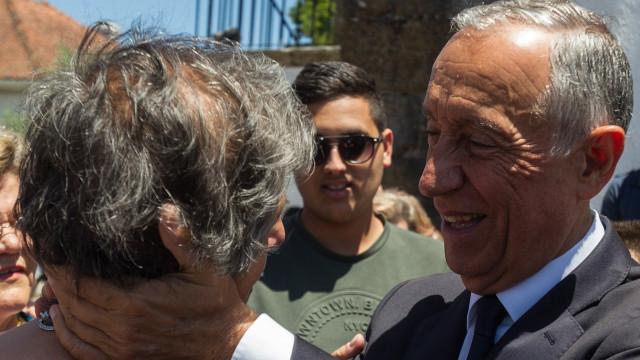 Marcelo 'balança mas não cai'. Presidente garante que vai cumprir agenda