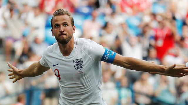 Inglaterra goleia rumo aos 'oitavos' no dia em que Kane destronou CR7