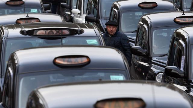 Viciado em pornografia faz-se passar por taxista para violar jovem