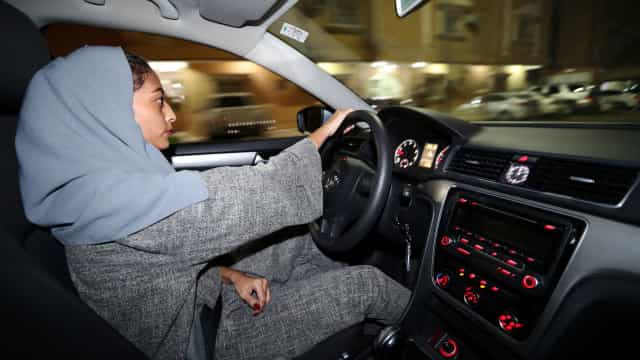 Mulheres sauditas já conduzem, mas o caminho ainda é longo