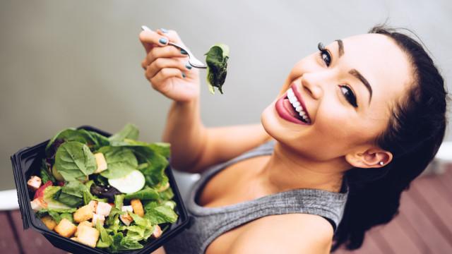 É esta a quantidade de comida que deve ingerir à refeição, diz médica