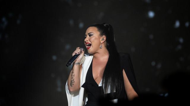 Lovato emociona fãs portugueses com música após alegada recaída em álcool