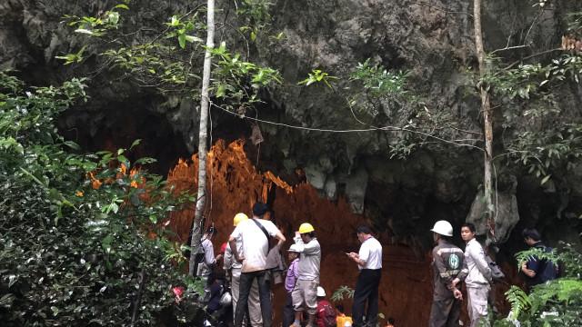 Equipa de futebol juvenil presa em caverna na Tailândia