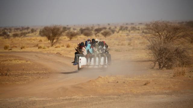 Mais de 13 mil migrantes foram abandonados no deserto do Sahara
