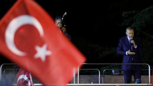 """Bruxelas espera que Turquia continue """"parceiro comprometido"""" da UE"""