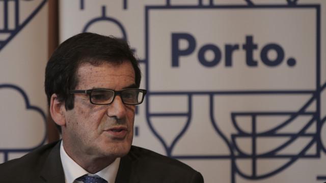 """""""Infarmed vai continuar 'forever and ever' em Lisboa"""", acusa Rui Moreira"""