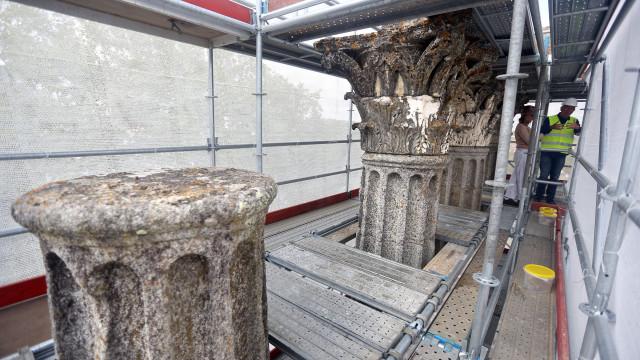 """Ministro elogia obras que deram """"imagem nova"""" ao Templo Romano de Évora"""