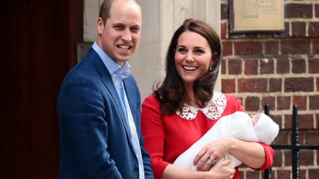 Comeu-se bolo de casamento de William e Kate... no batizado de Louis