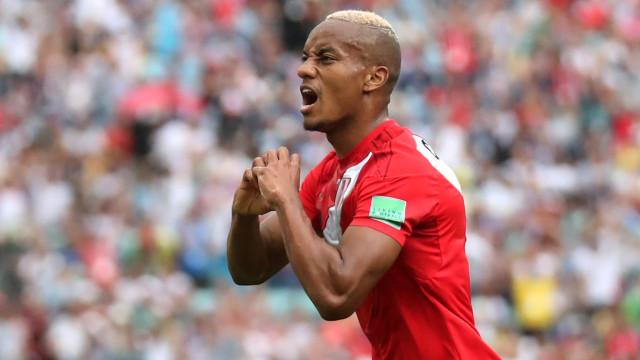 Fulham avança por Carrillo e dobra o salário do peruano