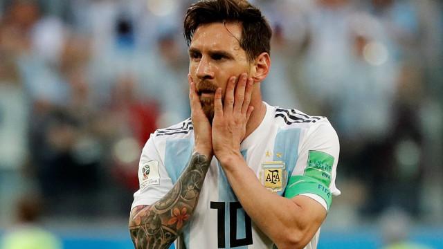 """Tévez pede a Messi que não deixe a seleção: """"É a alma da Argentina"""""""