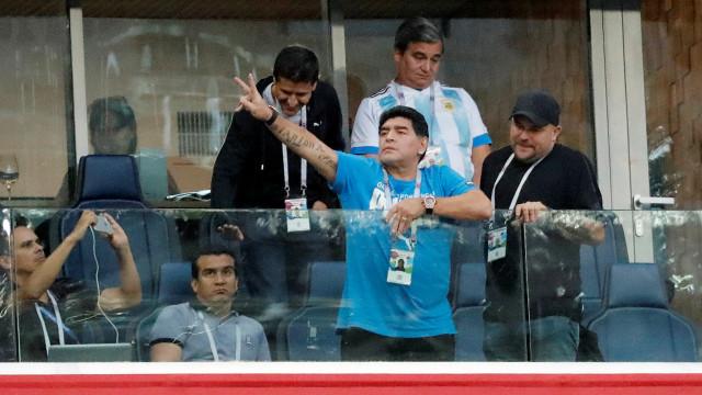 """Maradona aconselha Messi: """"Joga na Europa, que não te usem mais"""""""