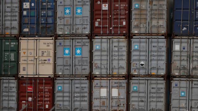 Exportadores europeus na China alteram fluxo de bens face a taxas dos EUA