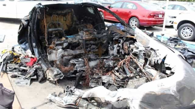 Bateria de Tesla incendiou-se após acidente... duas vezes