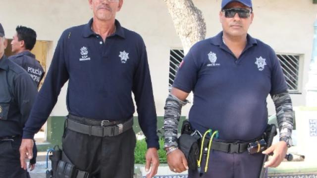 Polícia mexicana armada com fisgas